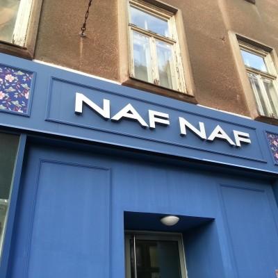 Naf Naf Ilica Zagreb - 3D svjetleća reklama - Aluminijsko pročelje prema određenom RAL-u boje - digitalni otisnut cvjetni uzorak - stiropor ukrasi